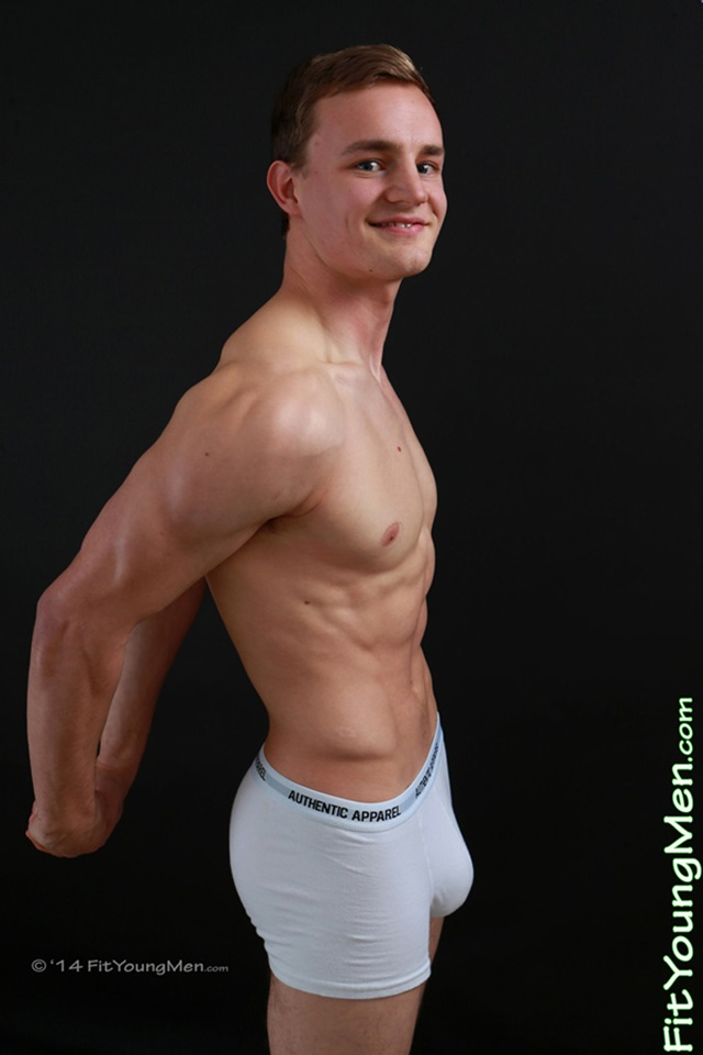 Naked-gay-sportsmen-young-naked-guys-mm00452-fit-young-men-matthew-dalton-gallery-video-photo