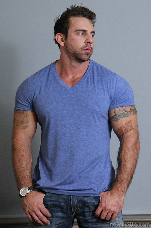 Guy-Site--Muscle-hunk-bear-Xavier-big-muscles-dark-fur-tattooed-stud-masturbates-tattoos-005-male-tube-red-tube-gallery-photo