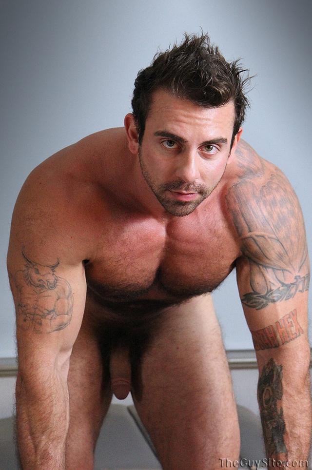 Guy-Site--Muscle-hunk-bear-Xavier-big-muscles-dark-fur-tattooed-stud-masturbates-tattoos-009-male-tube-red-tube-gallery-photo