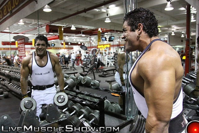 Live-Muscle-Show-Luciano-Damato-aka-Angelo-Antonio-huge-straight-muscle-bodybuilder-straight-muscle-man-002-male-tube-red-tube-gallery-photo