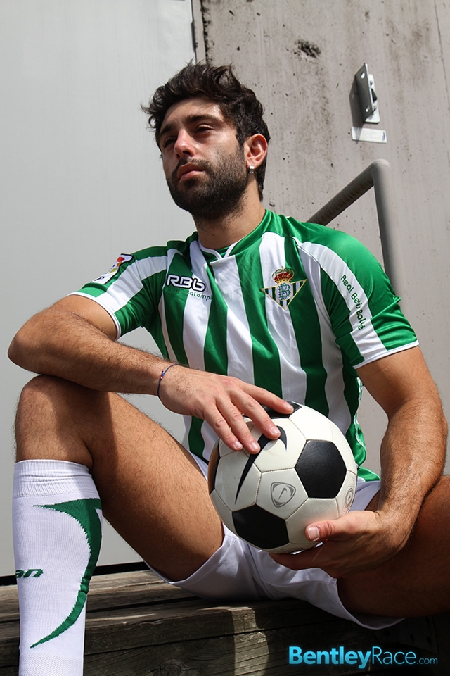 BentleyRace-24-year-old-straight-Adam-El-Shawar-nude-footballer-player-soccer-footie-kit-Bubble-butt-006-male-tube-red-tube-gallery-photo