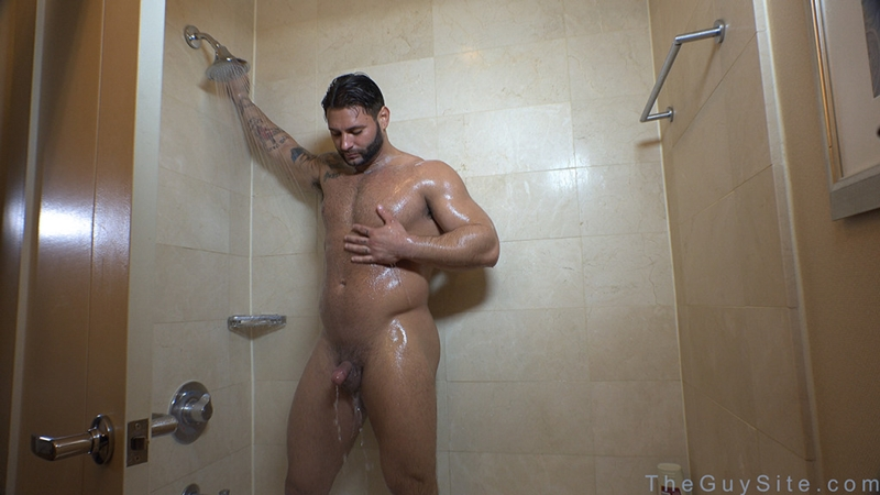TheGuySite-Mike-Buffalari-naked-bodybuilding-29-years-old-big-muscle-hunk-bigger-beefier-V-Shaped-torso-huge-thighs-shape-007-tube-download-torrent-gallery-photo
