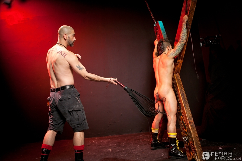 FistingCentral-Tony-Buff-dark-room-Draven-Torres-St-Andrews-cross-taskmaster-Mohawk-muscle-flogging-raised-welts-001-tube-download-torrent-gallery-sexpics-photo