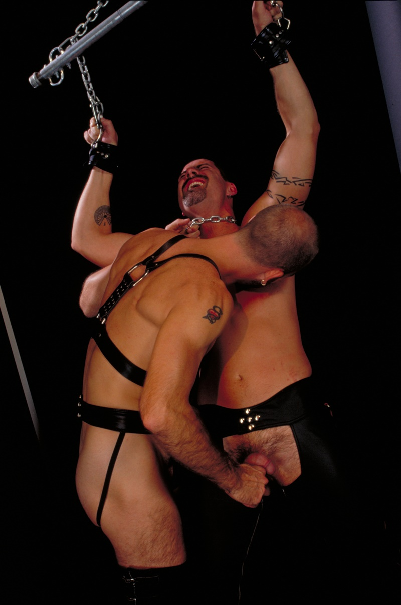 clubinfernodungeon-prince-albert-justin-southall-scott-samson-leather-fetish-fisting-anal-sex-buttplay-hairy-tattoos-bareback-sling-011-gay-porn-sex-gallery-pics-video-photo