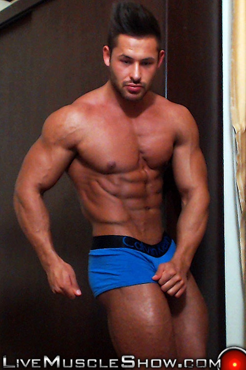 LiveMuscleShow-webcam-chat-jerking-naked-big-muscle-hunk-Chip-Michaels-strips-huge-9-inch-dick-erect-long-ripped-muscled-dude-bubble-butt-006-gay-porn-sex-gallery-pics-video-photo