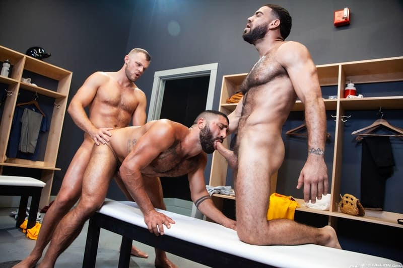 Big-muscle-studs-Wade-Wolfgar-stretches-Sharok-butt-hole-Ricky-Larkin-fucks-face-RagingStallion-013-Gay-Porn-Pics